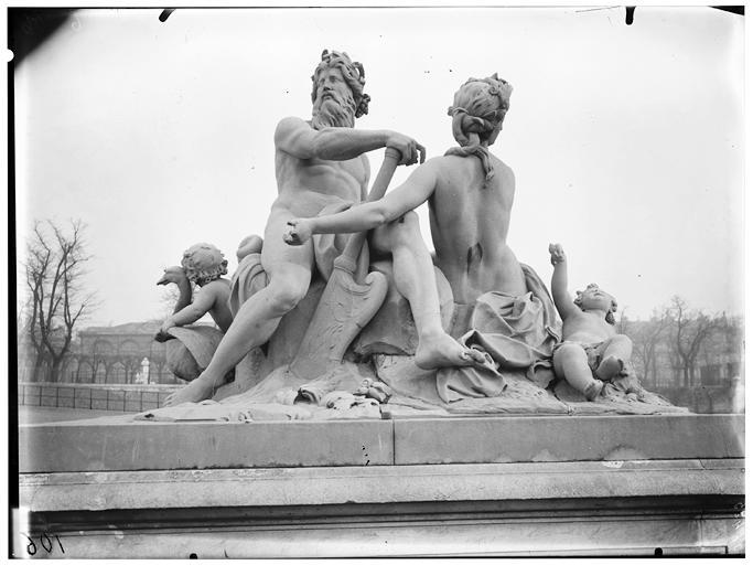 Statue de La Seine et de La Marne