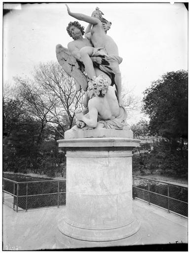 Statue de Borée enlevant Orythie, allégorie de l'air