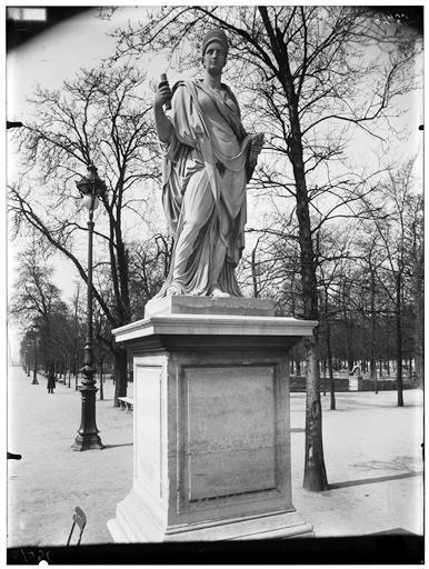 Statue d'Agrippine