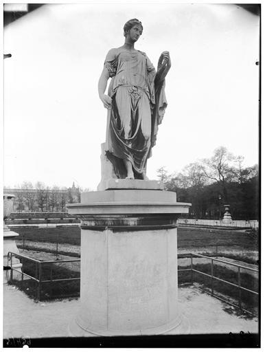 Statue de Flore