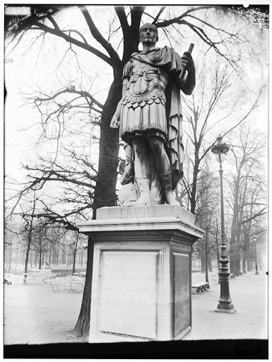 Statue de Jules César