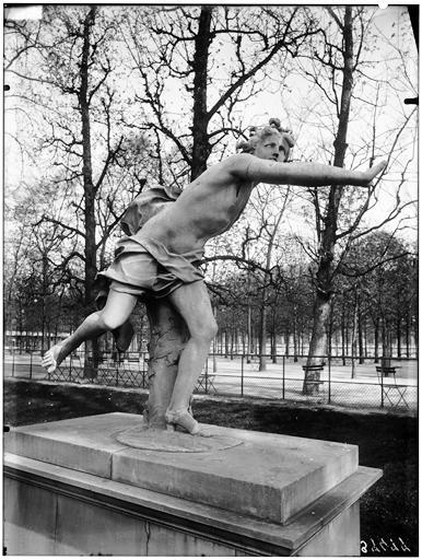 Statue d'Apollon poursuivant Daphné