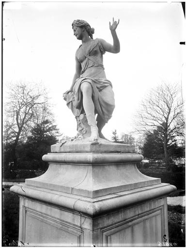 Statue d'Hamadryade et enfant, nymphe des forêts