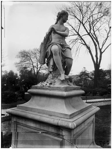 Statue de la Nymphe au carquois, nymphe de la chasse