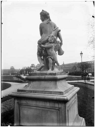 Statue de la Nymphe de la chasse, nymphe au carquois