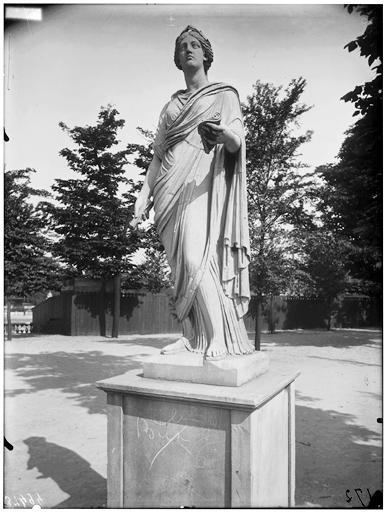 Statue d'Uranie, Calliope