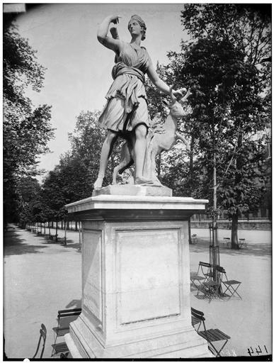 Statue de Diane à la biche