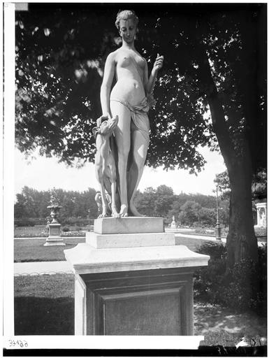 Statue de Diane chasseresse