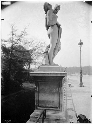 Statue de la comédie humaine, le masque