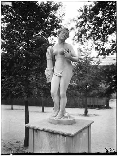 Statue de Cérès et le lézard
