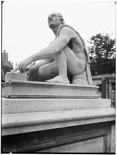 Statue de l'Arrotino, le scythe écorcheur, le rotator, le rémouleur, le Milicus