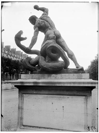 Statue d'Hercule combattant Acheloüs métamorphosé en serpent