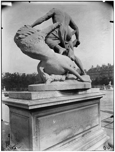 Statue d'Alexandre le grand vainqueur du lion de Bazaria