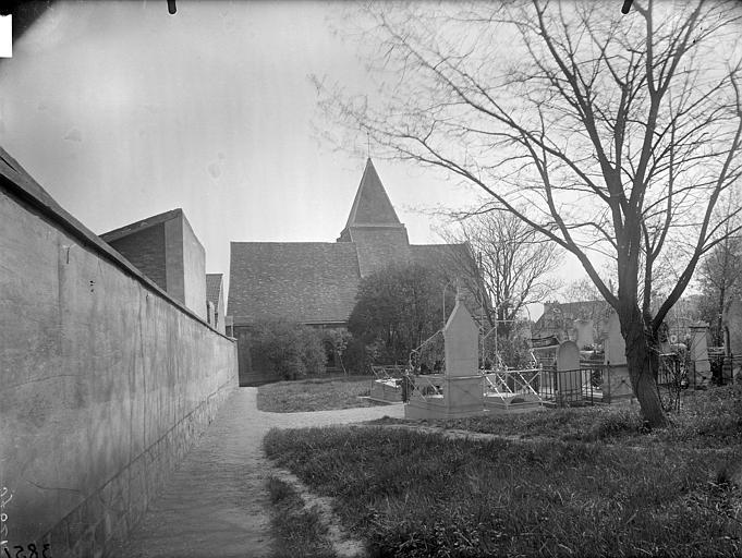 Clocher et cimetière