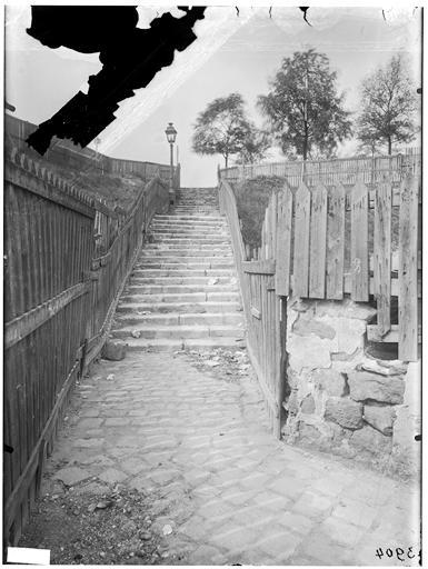 Escalier et barricade