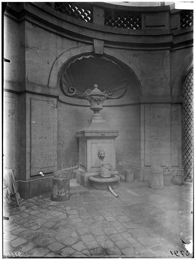 Vue de la cour et de la fontaine