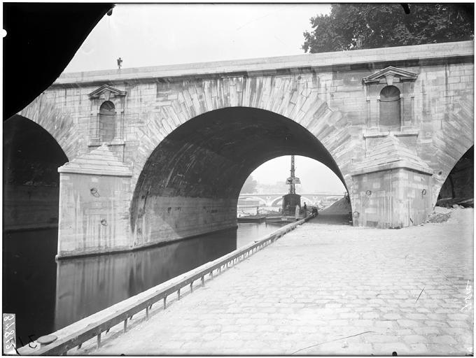 Vue des arches et du quai