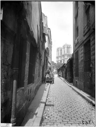 Vue générale depuis la rue Saint-Julien-le-Pauvre