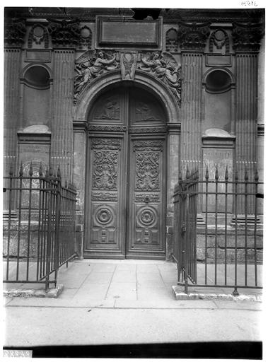 Portail de la façade sur rue