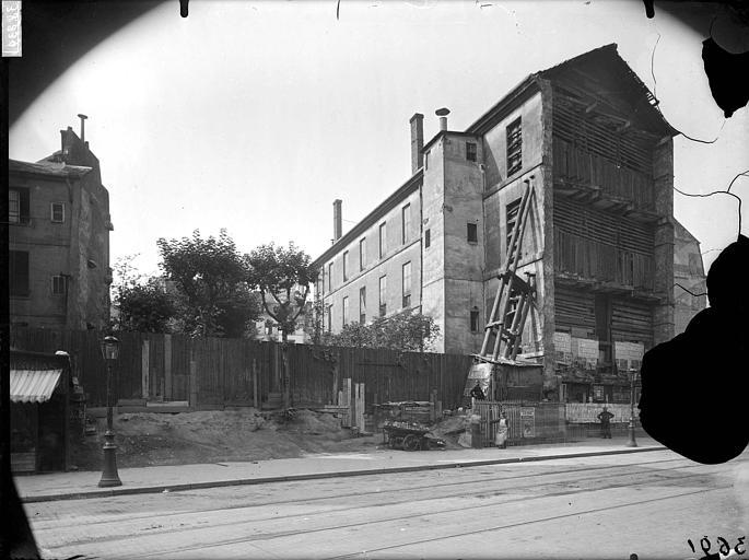 Bâtiments en démolition