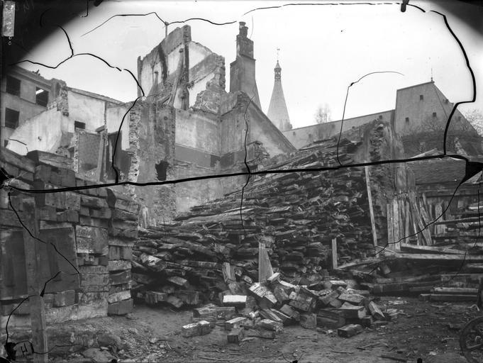 Côté sud et maisons en démolition