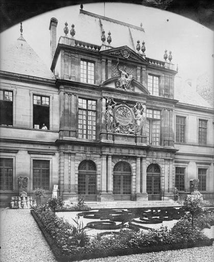 Vue de la cour et du Pavillon des Drapiers, bureau des Drapiers