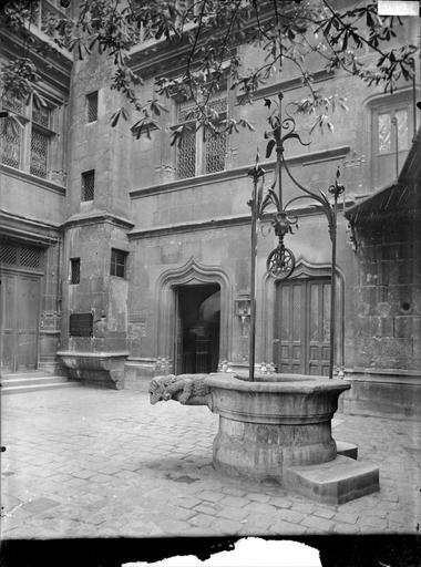 Vue de la cour et du puits