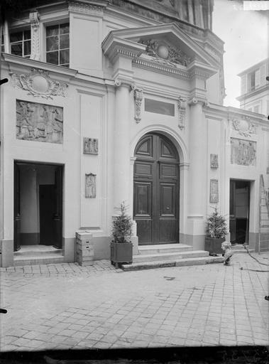 Fronton et portail