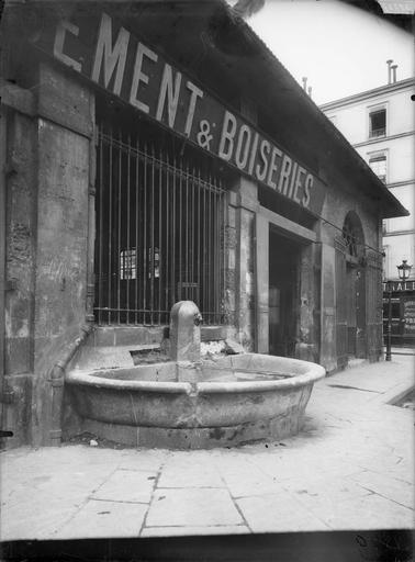 Vue d'une fontaine