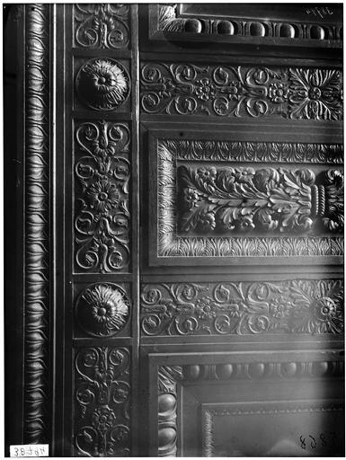 Vantail du portail, sculpture