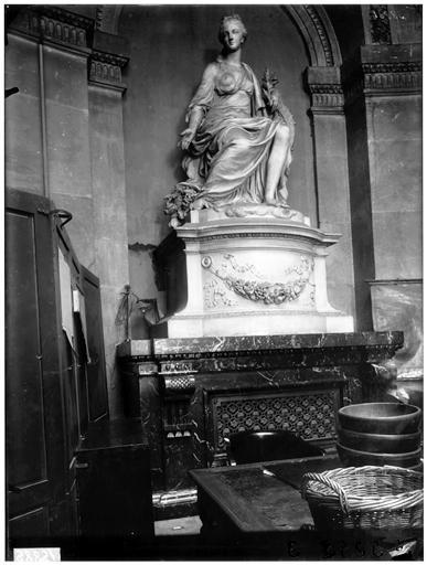 L'abondance, statue