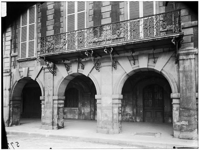 Vue de l'arcade et du balcon