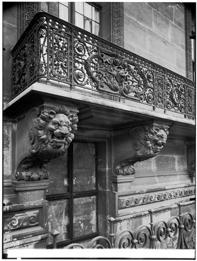 Pavillon de Marsan : vue du balcon en ferronerie