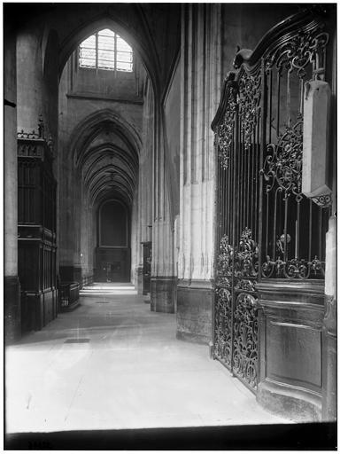 Intérieur, bas-côté et Chapelle de la Madeleine