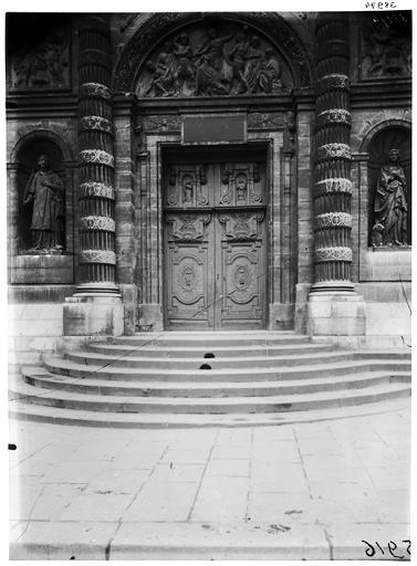 Statues du tympan du portail : saint Etienne, sainte Geneviève