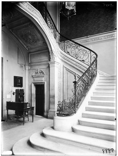 Vestibule et départ de rampe d'escalier
