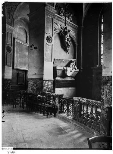 Intérieur, chapelle du tombeau de la mère de Charles le Brun