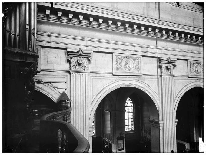 Intérieur, pilastre d'une travée, orgue