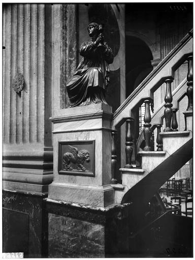 Chaire : statue de la Foi