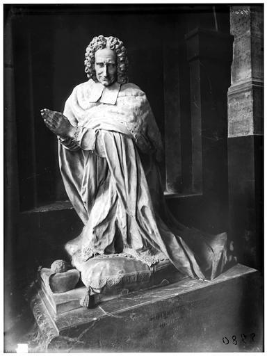 Statue du cardinal archevêque de Cambrai, cardinal Guillaume Dubois