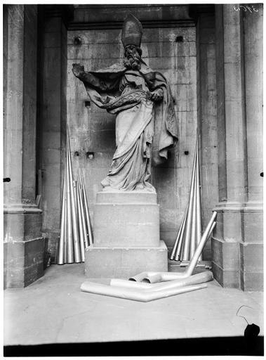 Intérieur, statue
