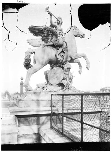 Statue de la Renommée montée sur Pégase, groupe sculpé