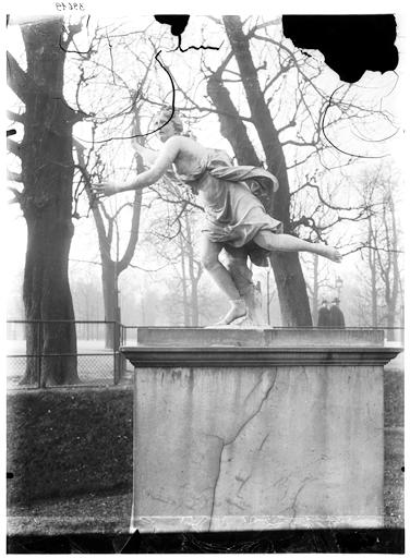 Statue de Daphné poursuivie par Apollon