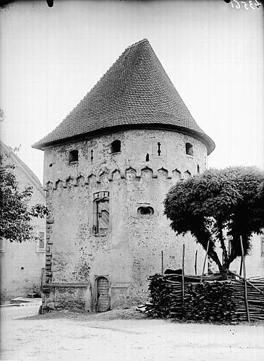Tour du Pétrole ou des Citoyens (Tour des Bourgeois)