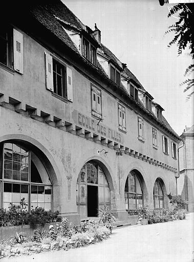 Château fort dit Maison natale de sainte Odile, puis magasin de tabac et école