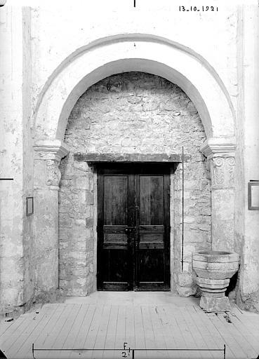 Nef, porte, vue intérieure