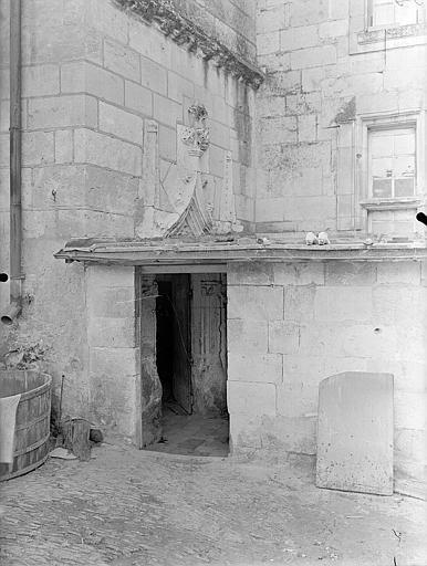 Tourelle d'escalier, porte