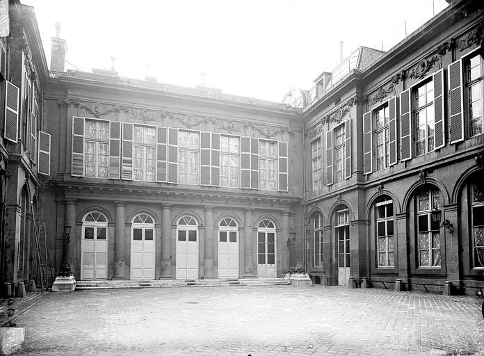 Anciens hôtels d'Evreux et de Fontpertuis, actuellement hôtel du Crédit Foncier de France