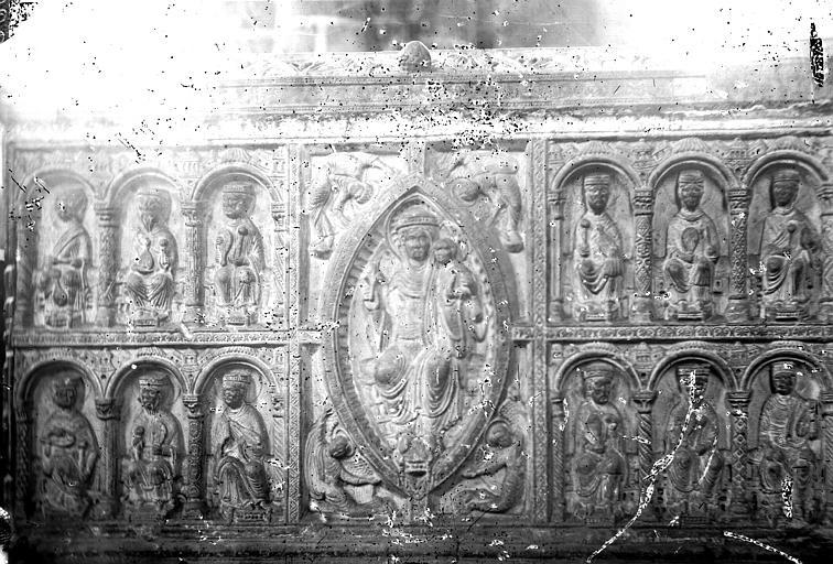 Monument funéraire (monument sépulcral) de saint Junien