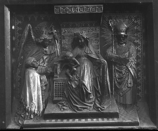 Monument funéraire : La Vierge à l'Enfant assise, le donateur, l'archange saint Michel et un évêque